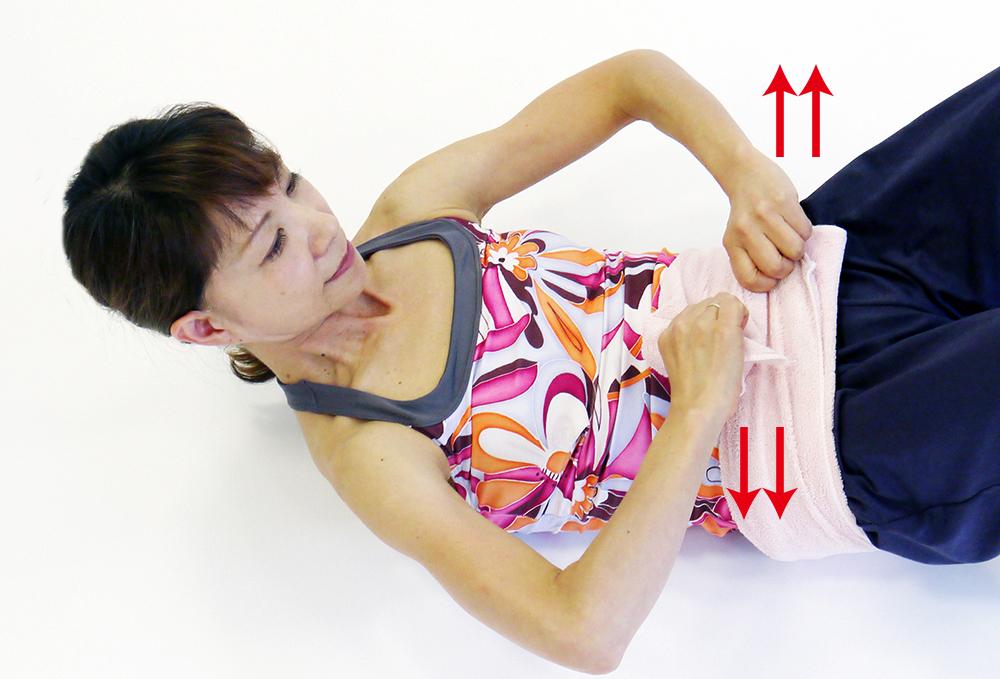 タオル腹筋4