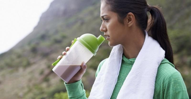 protein-shake-woman